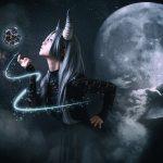 月の悪魔あるいは女神 model:とめとさん