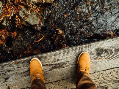 尾瀬に向かう登山靴